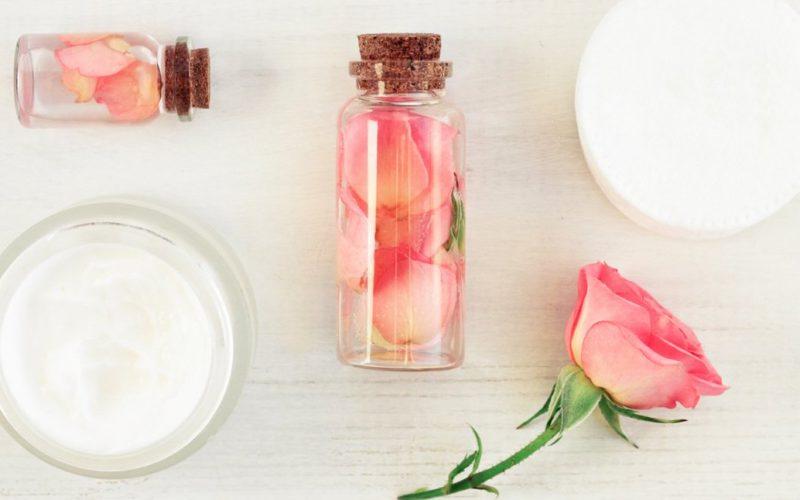 бутылочка с розовой водой