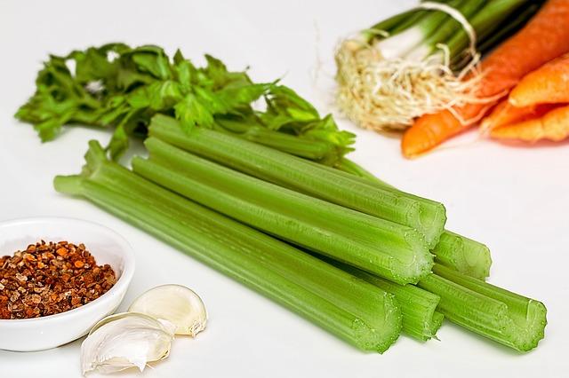 Топ 20 низкокалорийных продуктов: сельдерей